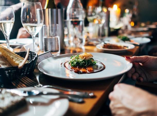 Sklepy, restauracje, usługi